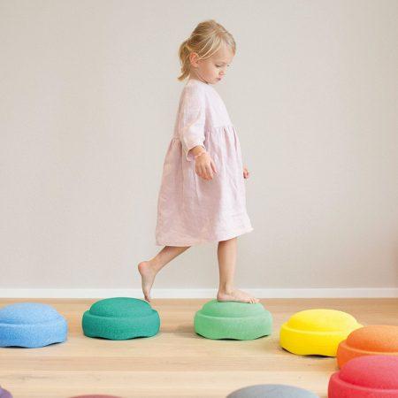Lieblingssachen für Kinder: Stapelsteine zum Spielen, Balancieren, Sitzen // HIMBEER // HIMBEER