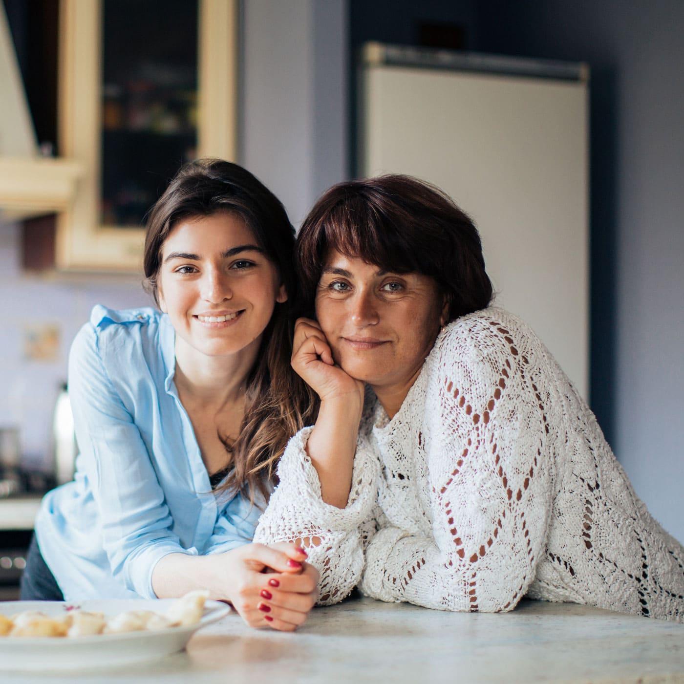 Muttertag: Stärke und Solidarität von Müttern und Großmüttern feiern // HIMBEER