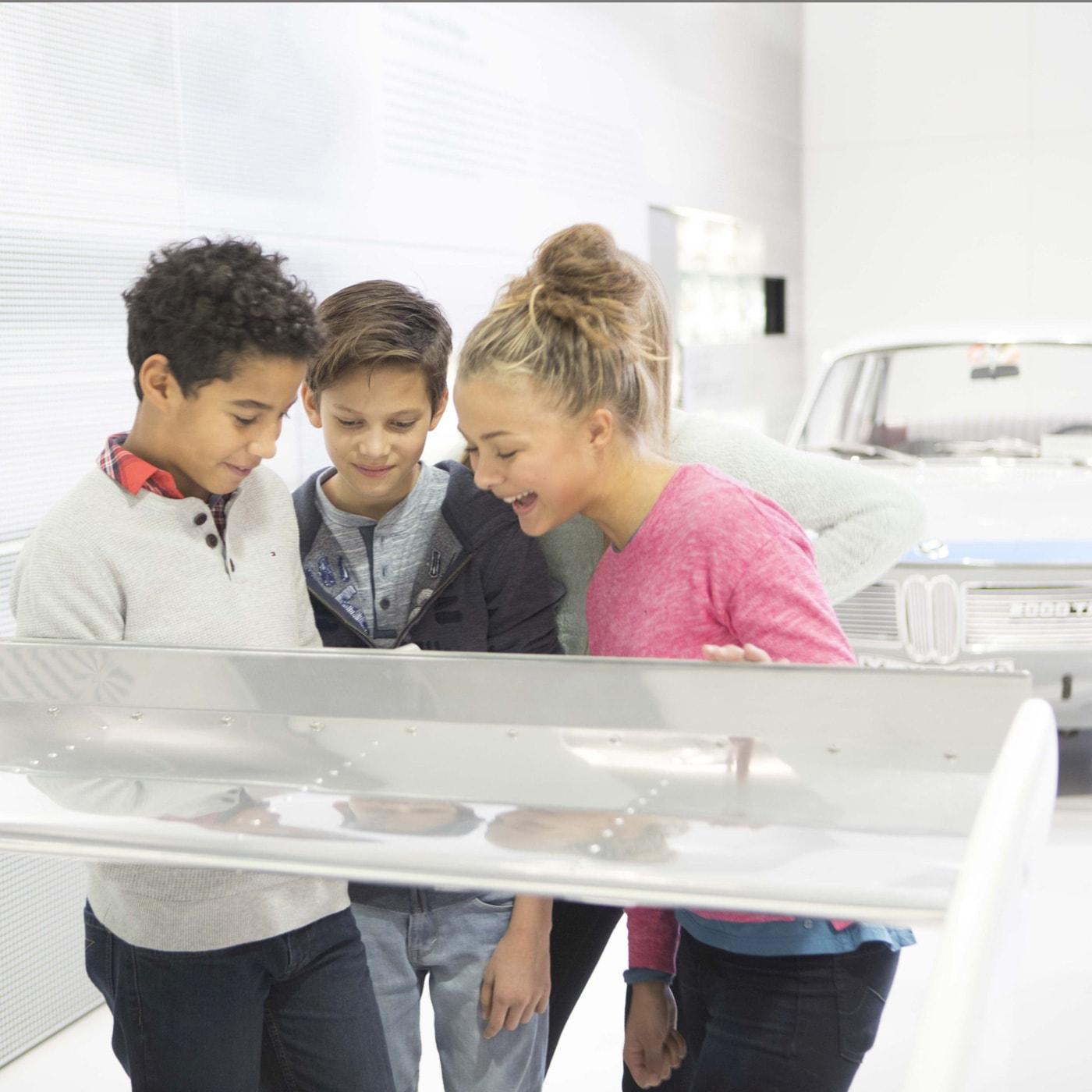 Sommerferienprogramm für Kinder und Familien in der BMW Welrt in München // HIMBEER