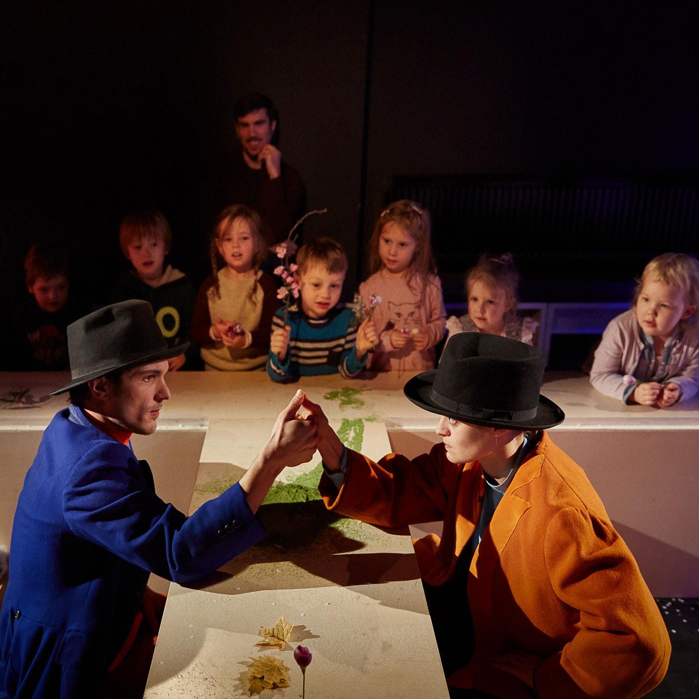 Kindertheater in München: Auf der Mauer, auf der Lauer, in der Schauburg // HIMBEER