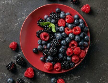 Beerenliebe: Rezepte mit frischen Beeren: Himbeeren. Brombeeren, Heidelbeeren & Co // HIMBEER
