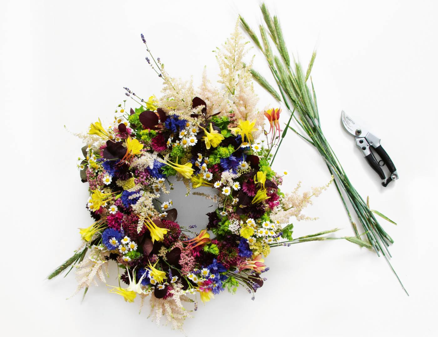 DIY-Wiesenblumen-Kranz // HIMBEER