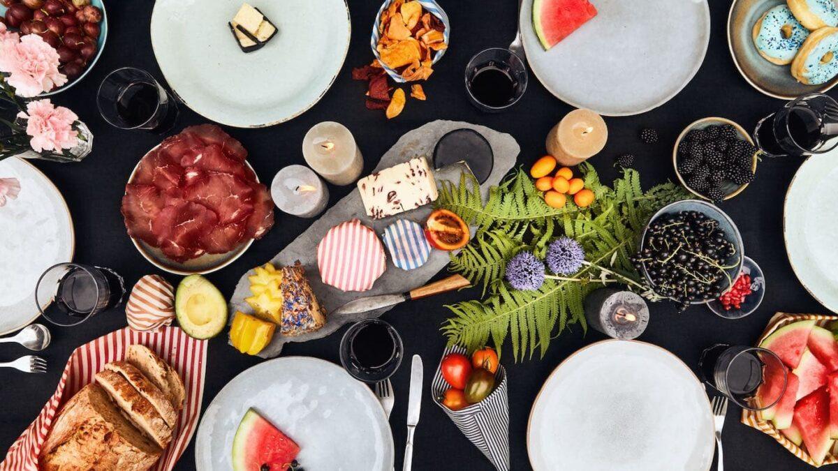 Picknicktisch mit Wildwax-Tuch // HIMBEER