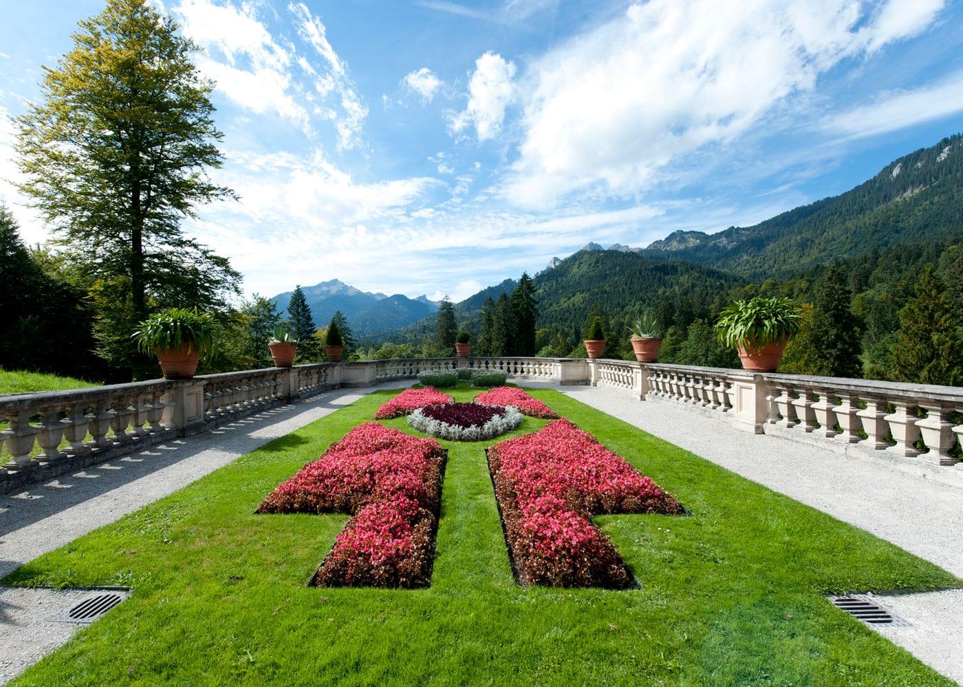 Aktiv am Wochenende – Ausflugsziele für Familien: Schloss Linderhof – prächtige Parkanlage // HIMBEER
