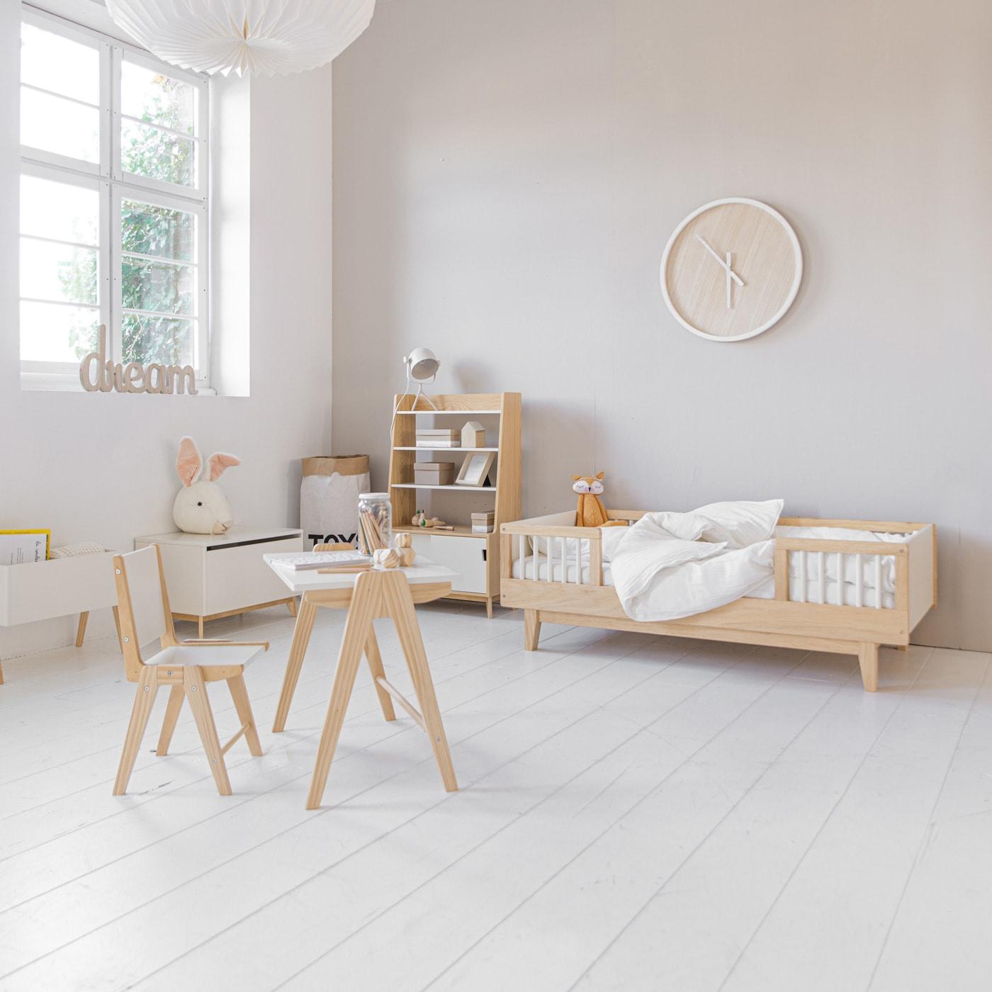 Kinderzimmer schön einrichten mit Kleinkindbett von Petite Amélie // HIMBEER