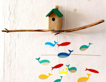 DIY Mobile mit Fischen in leuchtend bunten Farben // HIMBEER