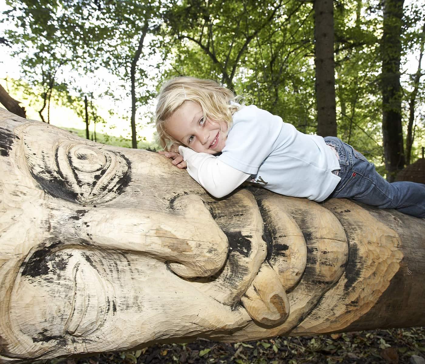 Natur und Märchenwelten erleben mit kleinen Kindern: Märchenerlebnispark im Chiemgau // HIMBEER