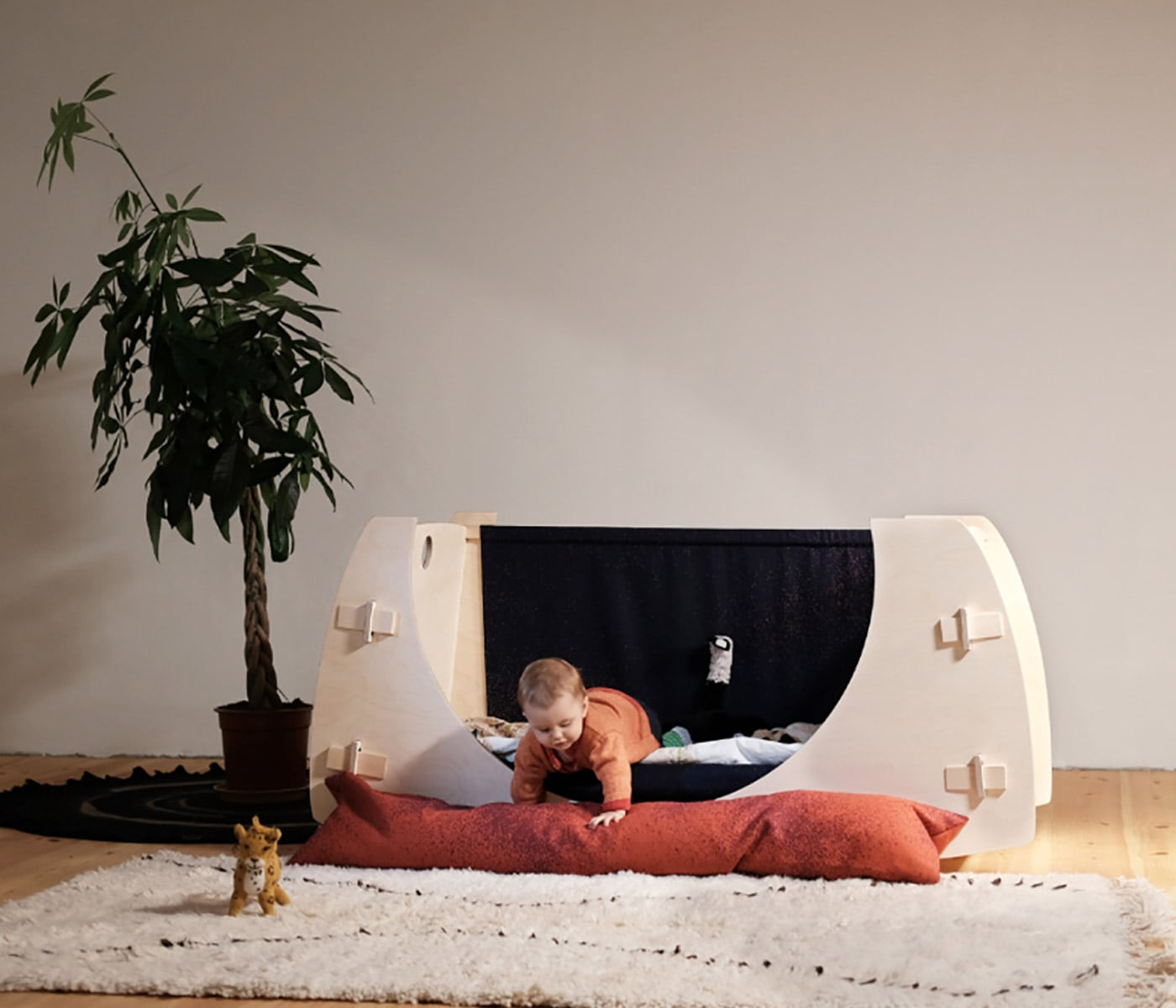 Babybett ohne Gitter von CUCÚ // HIMBEER
