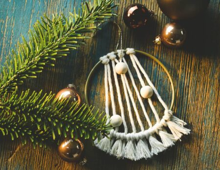 Makramee-Weihnachtsschmuc mit Kindern basteln // HIMBEER