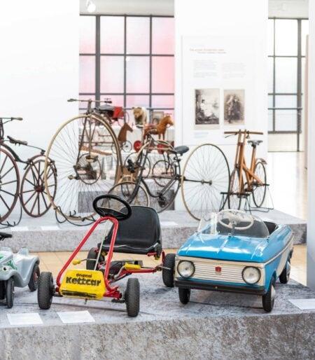 Ausstellung Mobile Kinderwelten im Deutschen Museum Verkehrszentrum in München: Kettcar // HIMBEER