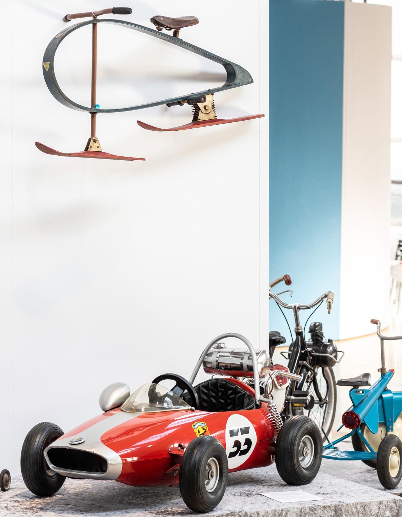 Ausstellung Mobile Kinderwelten im Deutschen Museum Verkehrszentrum in München: Rennauto // HIMBEER