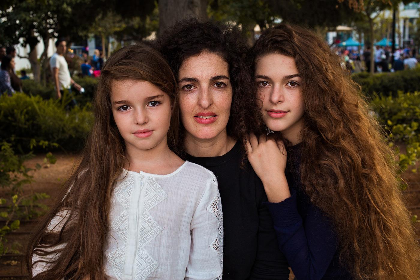 Mutter mit Töchtern in Israel // HIMBEER