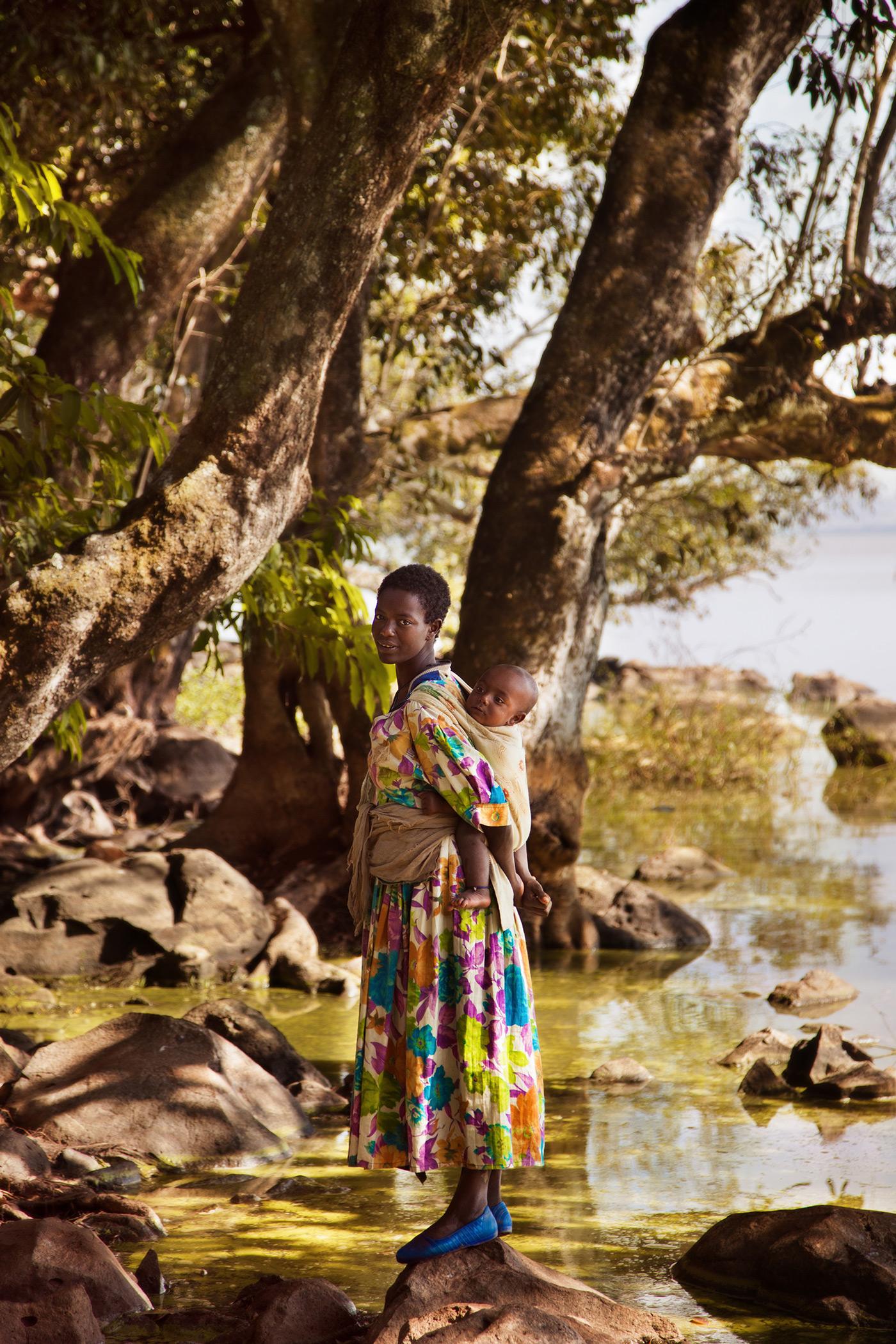 Atlas of Beauty: Mutter mit Kind in Äthopien // HIMBEER