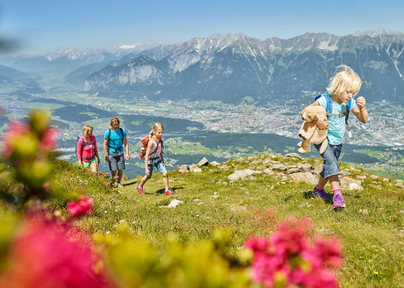 Wandern mit Kindern in den Bergen // HIMBEER