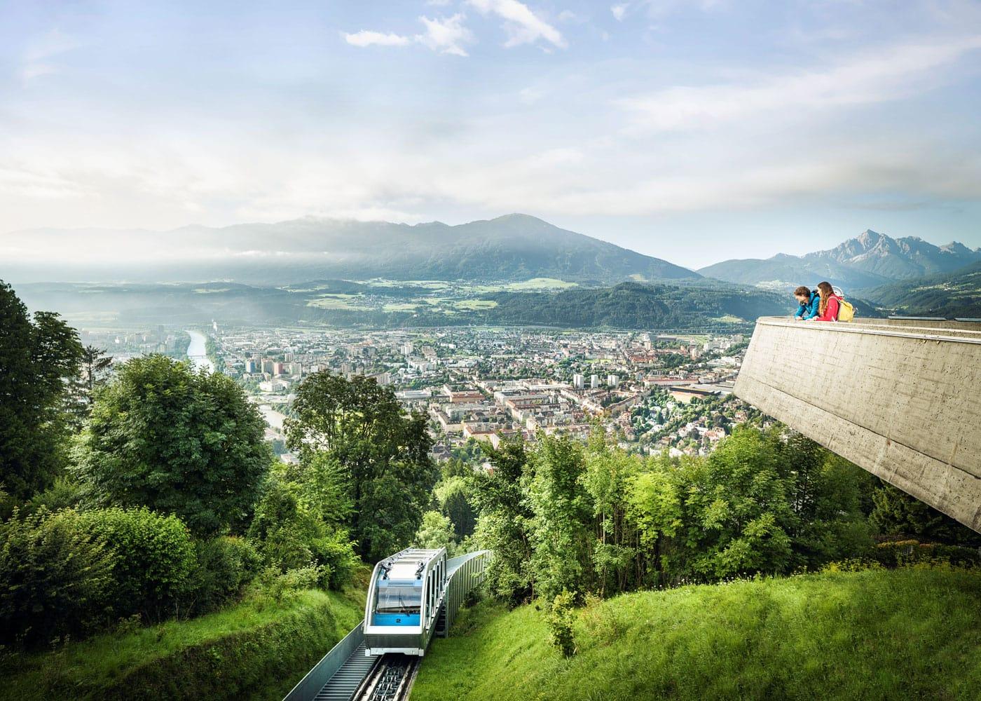 Mit der Bahn aus der Stadt in die Berge // HIMBEER