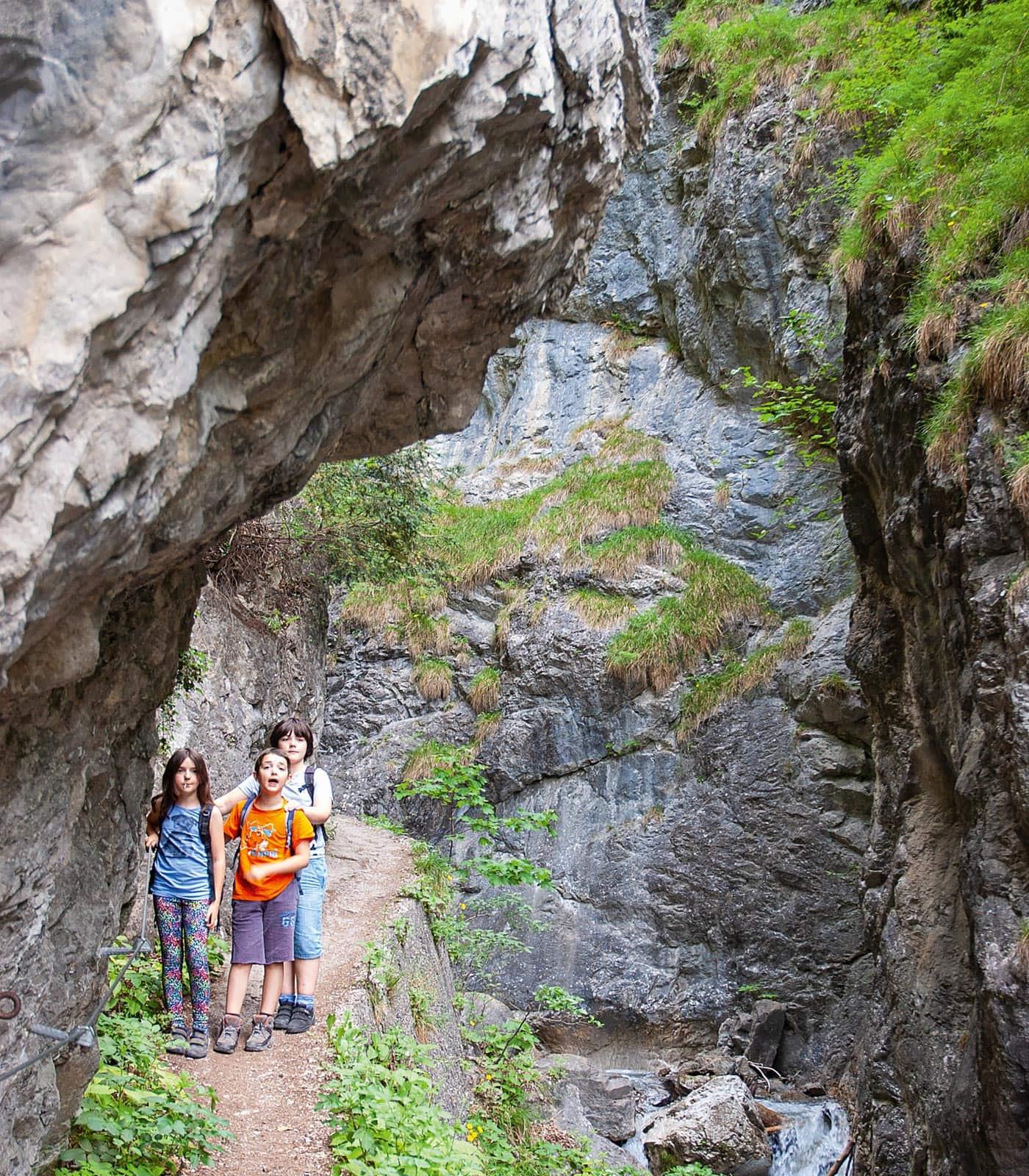 Naturzeit-Reisetipp: Wandern mit Kindern in der Umgebung von Innsbruck: Ehnbachklamm // HIMBEER