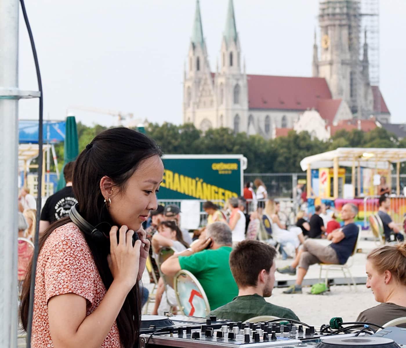 DJane auf der Theresienwiese in München // HIMBEER