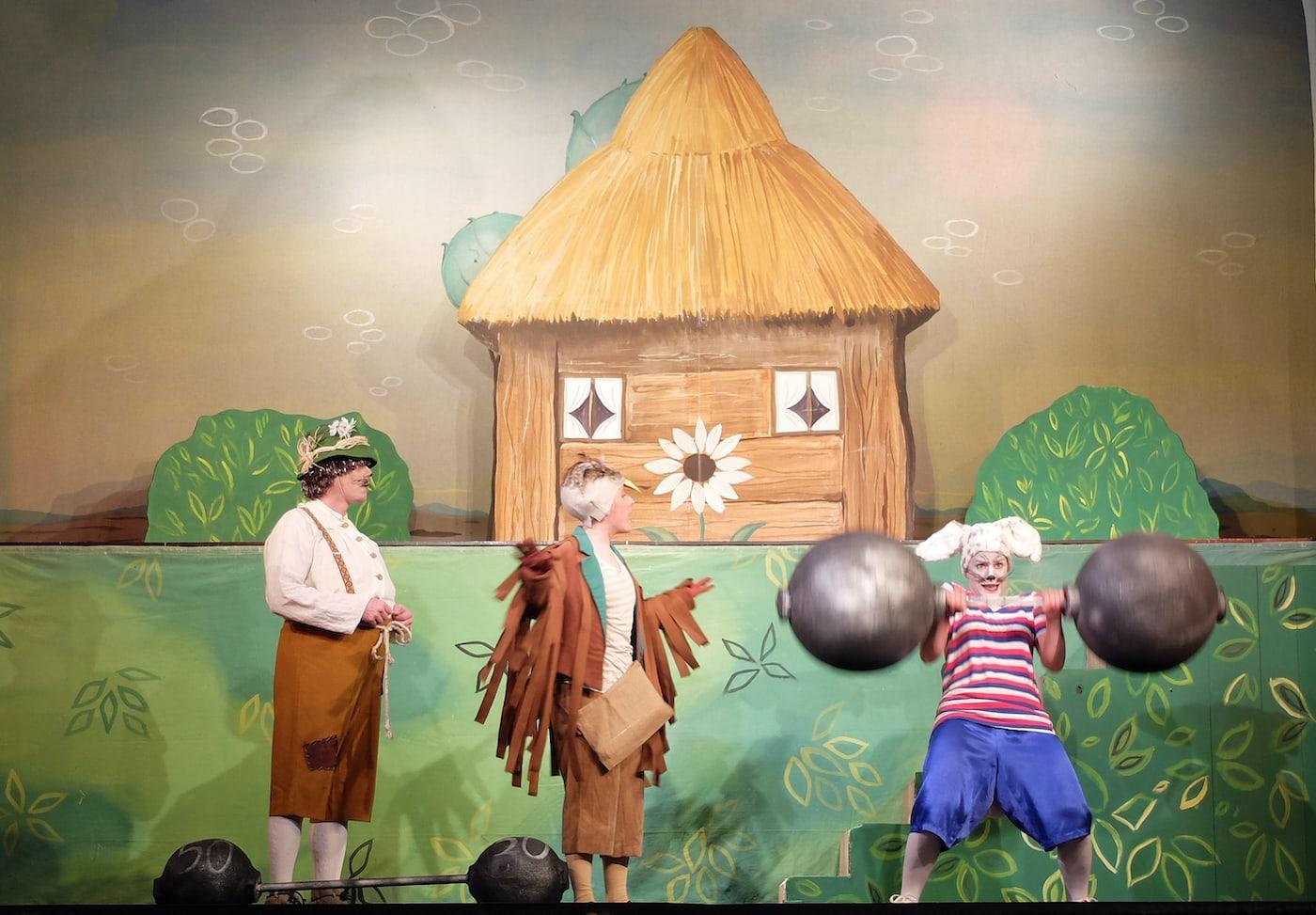 Der Hase und der Igel beim Münchner Theater für Kinder und die ganze Familie // HIMBEER