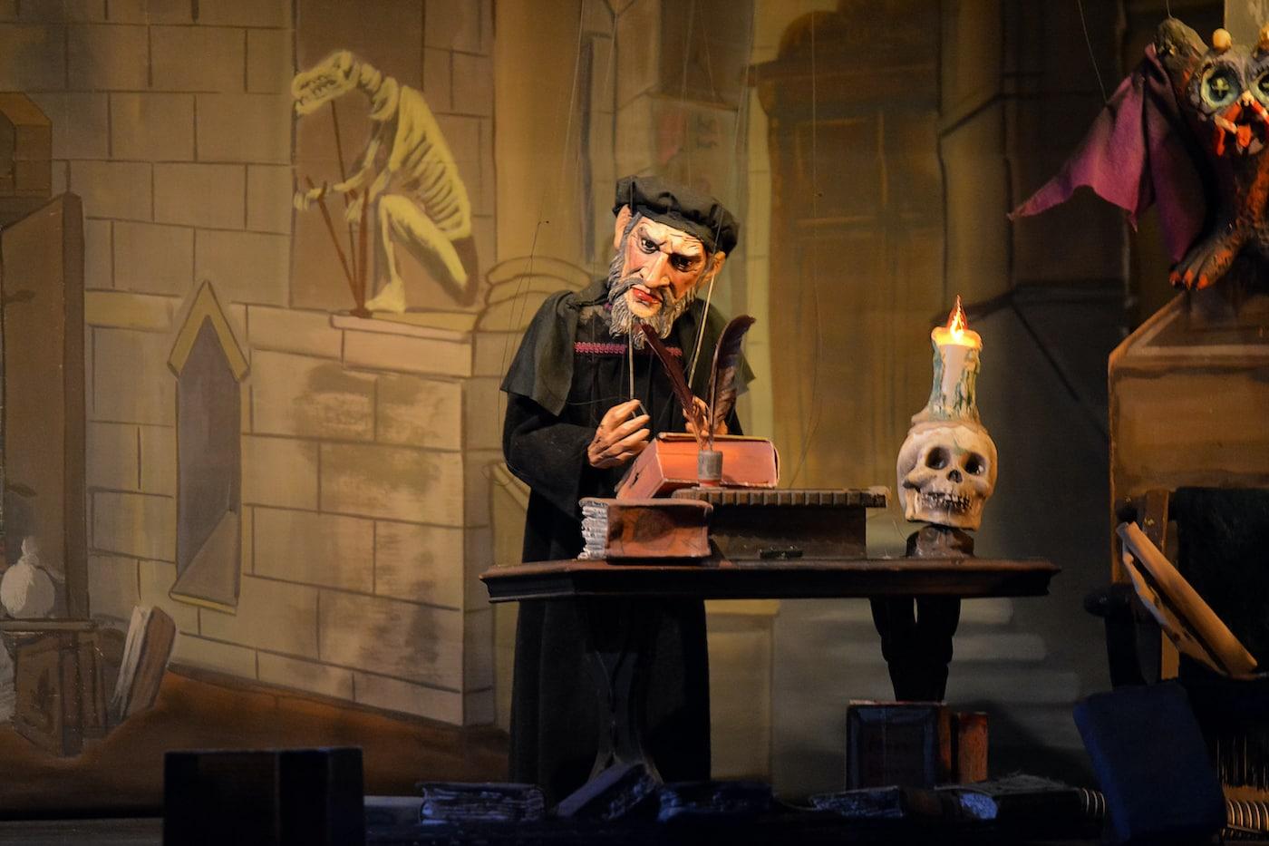 Marionettentheater Bille präsentiert den Doktor Faust für Kinder und die ganze Familie // HIMBEER