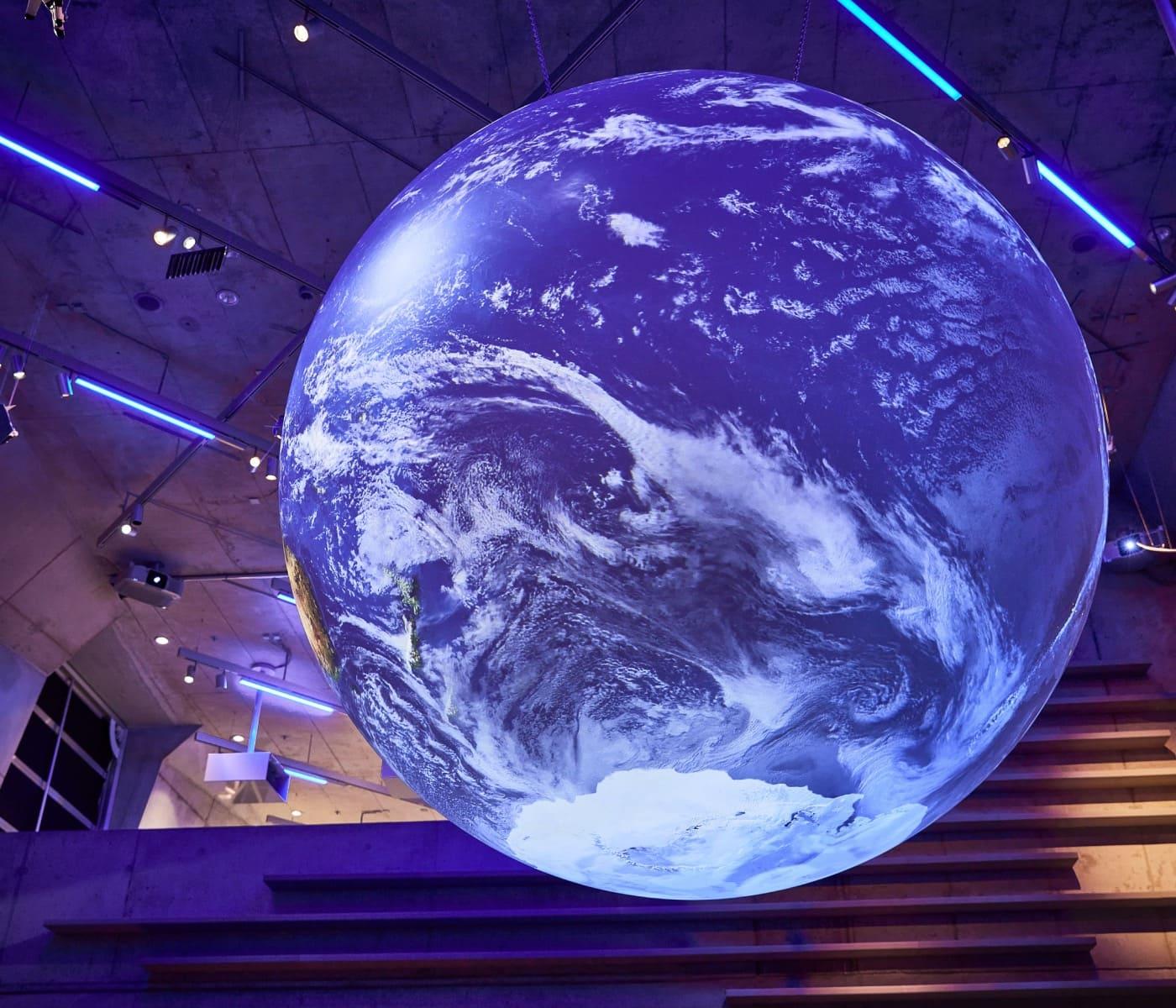 Zukunftsmuseum: Der Globus im Deutschen Museum Nürnberg kann mit Klimadaten bespielt werden // HIMBEER